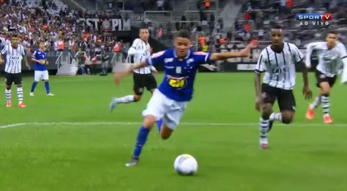 Dudu, do Cruzeiro, em ação pela Copa São Paulo de futebol júnior (Foto: Reprodução/SporTV)