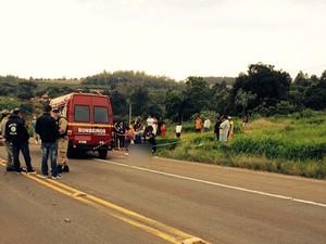 Jovens foram mortas enquanto esperavam transporte escolar (Foto: Daniela Mallmann/RBSTV)