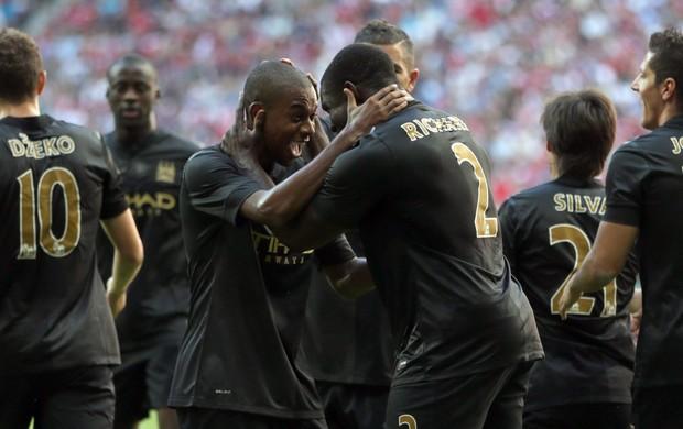 Manchester City comemora sobre o Milan (Foto: AP)