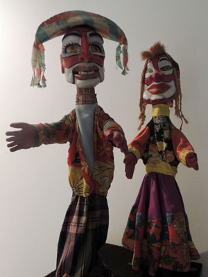 Mateus e Catirina são alguns dos personagens nordestinos retratados pelos mamulengueiros (Foto: Marina Barbosa / G1)