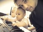 É de família! Kiko, do KLB, mostra sobrinhas brincando no piano