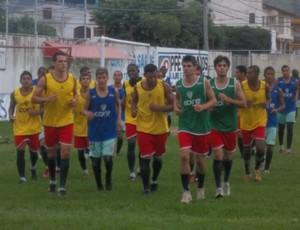 Jogadores treinam no estádio Robertão (Foto: Eduardo Dias)