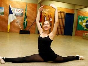 O balé é formado por estudantes que estão redobrando os treinos para a competição (Foto: Manoel Lima/Seduc)