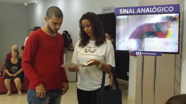 A emissora aproveitou para orientar o público sobre o desligamento do sinal analógico (Foto: TV Anhanguera)
