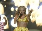 De barriguinha de fora, Claudia Leitte canta no 'Axé Brasil'