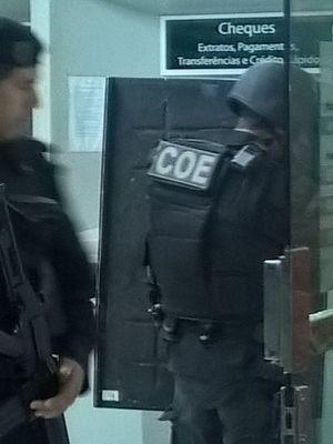 Policiais especializados foram acionados para a retirada dos explosivos (Foto: PM/Divulgação)