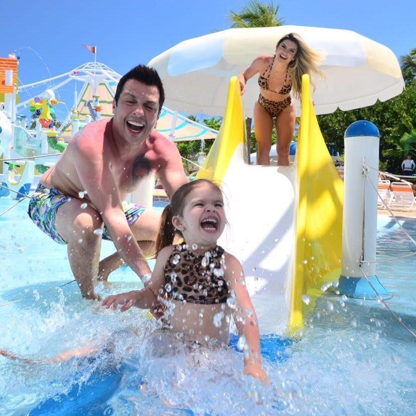 Mirella, Ceará e Valentina em parque aquático (Foto: Reprodução Instagram)