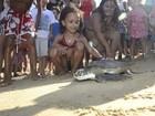 Projeto Tamar comemora 35 anos com soltura de tartaruga em Vitória