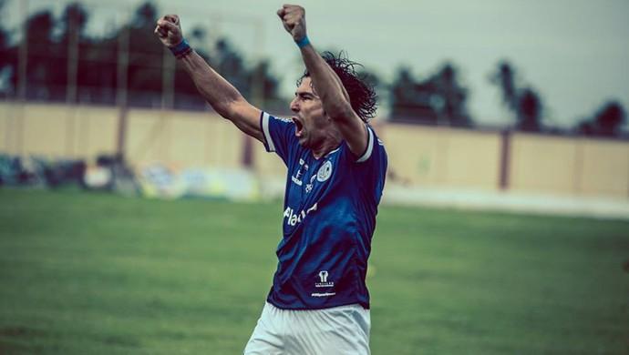 Leandro Kível comemora gol de Bibi na decisão (Foto: Filippe Araújo)