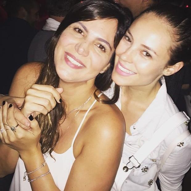 Carol Sampaio e Paolla Olivera em show na Zona Oeste do Rio (Foto: Instagram/ Reprodução)