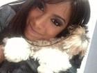 Anitta dá uma de Felícia e 'esmaga' seu cachorrinho de estimação