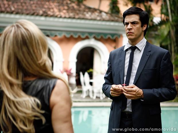 É claro que o vilão fica completamente arrasado com a declaração (Foto: Inácio Moraes / TV Globo)