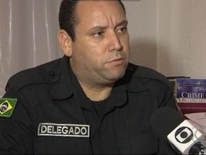 Delegado Reinaldo Nóbrega investiga caso de bebê achado morto em lixo em João Pessoa (Foto: Reprodução / TV Cabo Branco)