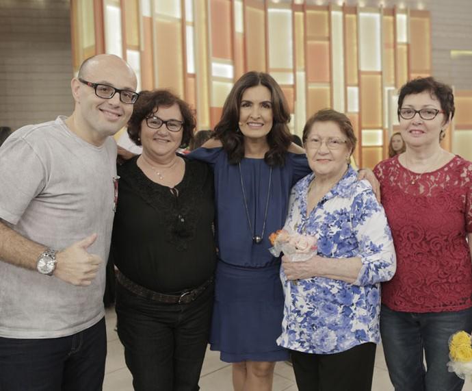 Convidados do programa com a apresentadora  (Foto: Ellen Soares/Gshow)