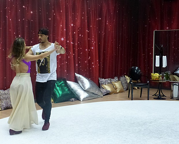 Lucas e Ana arrasam no foxtrote! (Foto: Domingão do Faustão/ TV Globo)