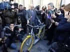 Designer francês cria bicicleta que 'vira' scooter no trânsito