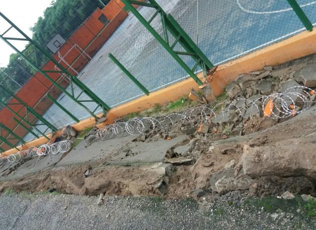 queda muro escola (Foto: Patrícia Gomes)