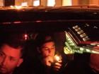 Justin Bieber é flagrado fumando com amigos dentro de carro