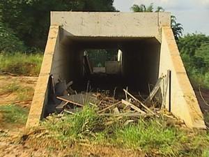 Obras do córrego 'Água do Sobrado' também estão paradas(Foto: Reprodução TV TEM)