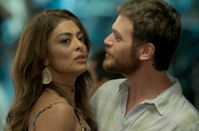 Juliana Paes e Emilio Dantas em cena de 'A força do querer' (Foto: Reprodução)