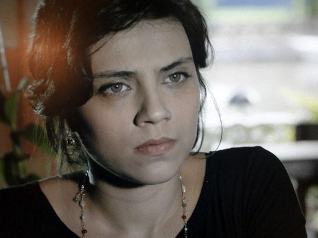 Miriam não gosta das atitudes de Elisa (Foto: Amor Eterno Amor/TV Globo)