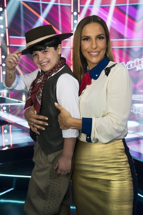 Ivete Sangalo com Thomas, seu finalista no The Voice Kids (Foto: Globo/Cesar Alves)