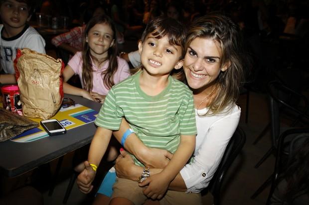 Show das Poderosinhas - Livia Lemos com o filho (Foto: GRAÇA PAES/PHOTO RIO NEWS)