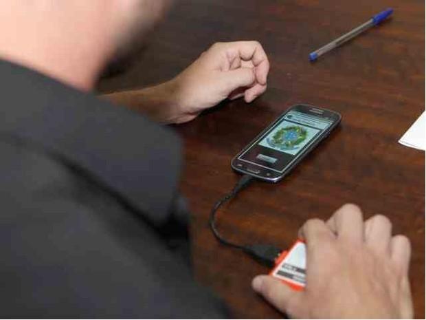 Apuração foi concluída em 4 minutos com tecnologia móvel (Foto: TRE SC/Divulgação)
