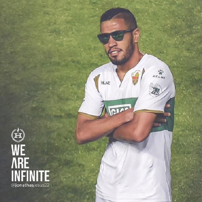 BLOG: Jonathas comemora gol com óculos escuros e divulga produto no Instagram