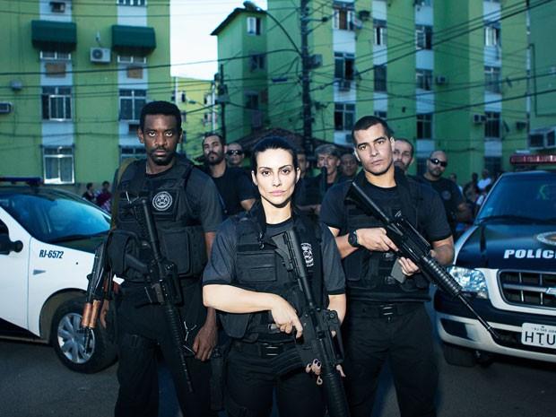 A partir da esquerda: Fabrício Boliveira, Cleo Pires e Thiago Martins em cena do filme 'Operações especiais', que estreia em 15 de outubro (Foto: Divulgação)