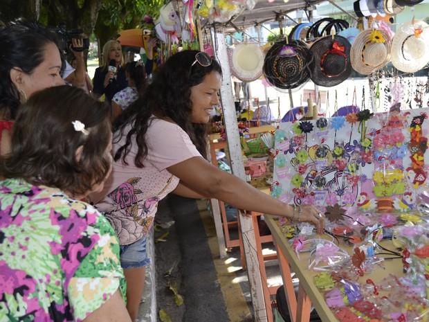 Artesãos colocaram produtos expostos na Feira Popular, em Macapá (Foto: Abinoan Santiago/G1)