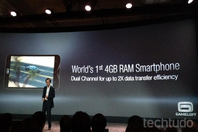 O ZenFone 2 tem surpreendentes 4 GB de RAM (Foto: Isadora Díaz/TechTudo)