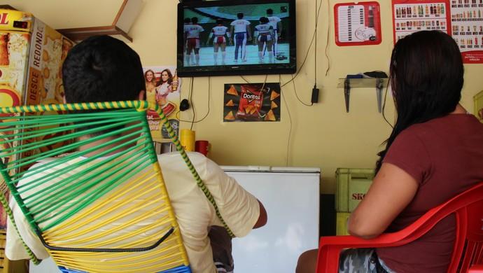Torcedores acreanos acompanham jogos da Copa de 2014 (Foto: João Paulo Maia)