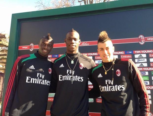 M'Baye , Balotelli e El Shaarawy no CT do Milan (Foto: Reprodução / Twitter)