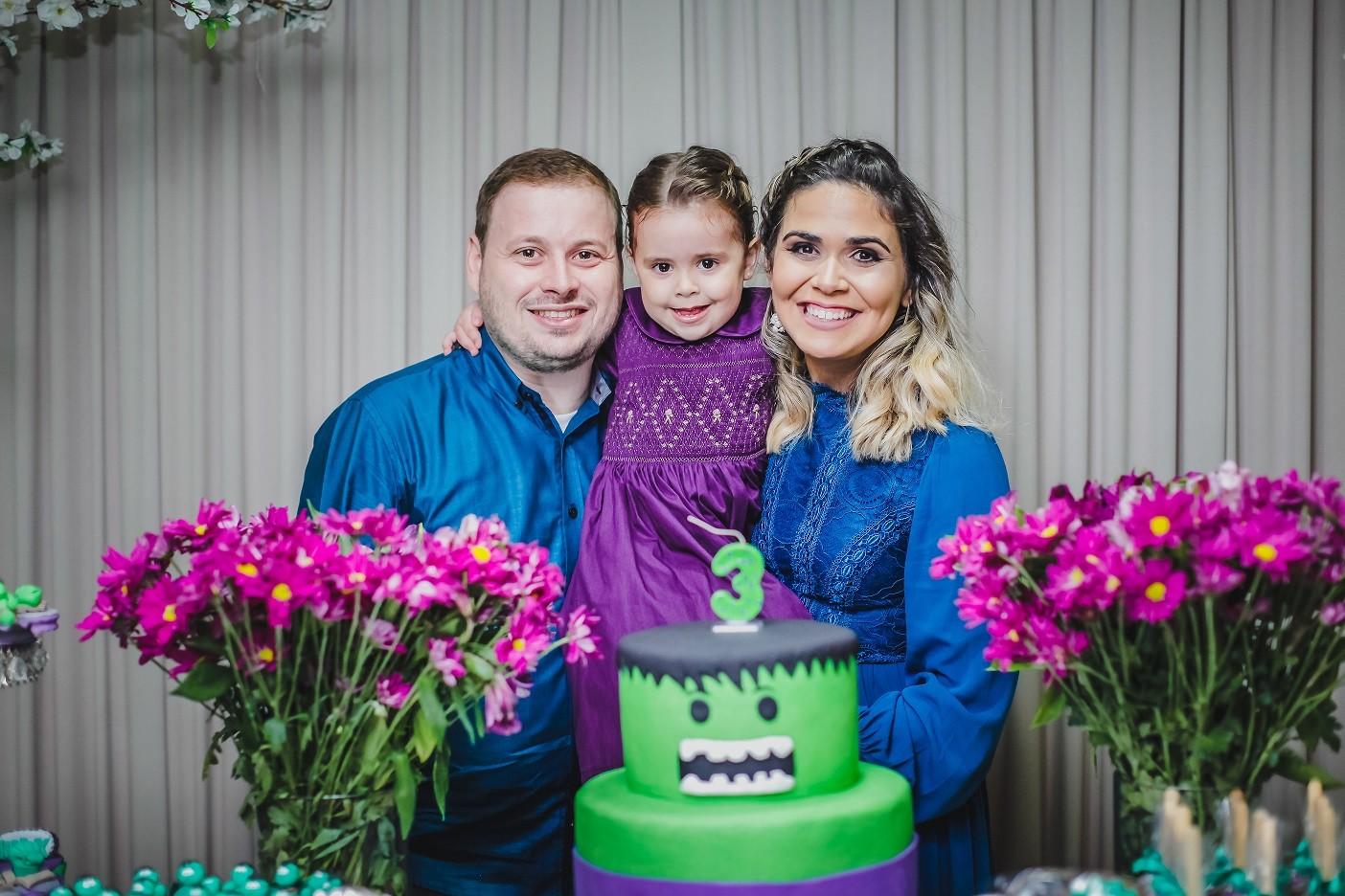 Júlia e os pais Yuska e Leonardo Garcia (Foto: Arquivo pessoal)