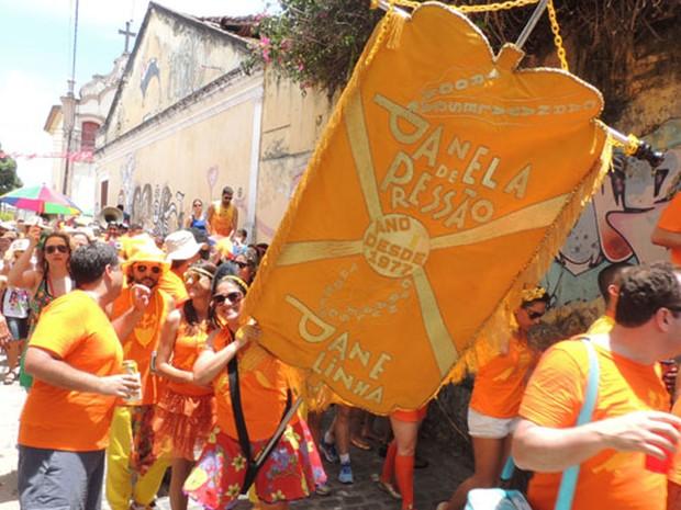 Bloco Panela de Pressão arrasta 400 foliões em Olinda. (Foto: Thays Estarque/G1)