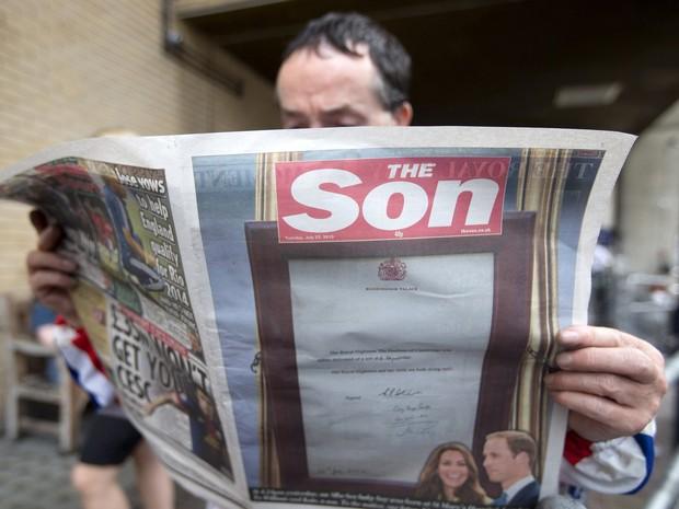 Jornais destacam nascimento do bebê real (Foto: AFP)