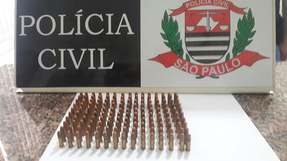 Polícia apreendeu 150 munições no local (Foto: Polícia Civil/Divulgação)