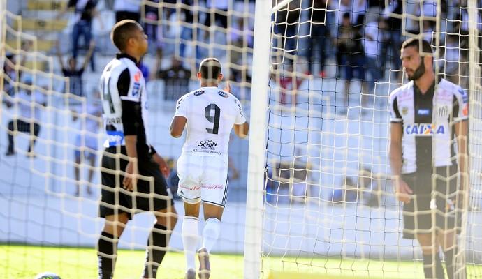 Gol Ponte Preta x Santos (Foto: Marcos Ribolli)