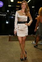 Look do dia: Grazi Massafera usa vestido curtinho em estreia de novela