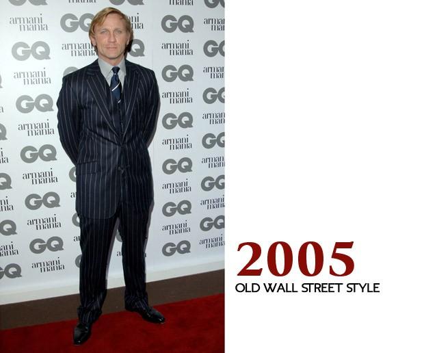 """E nem na nossa festa do Men of The Year na Inglaterra ele acertou: roubou um dos ternos de Gordon Gekko (""""Wall Street"""") e mostrou porque os homens pelo mundo não devem mais usar listrado desse jeito (Foto: GQ)"""