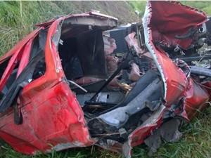 Caminhão envolvido em acidente na BR-104 em Panelas, Agreste de Pernambuco (Foto: Divulgação/ PRF)
