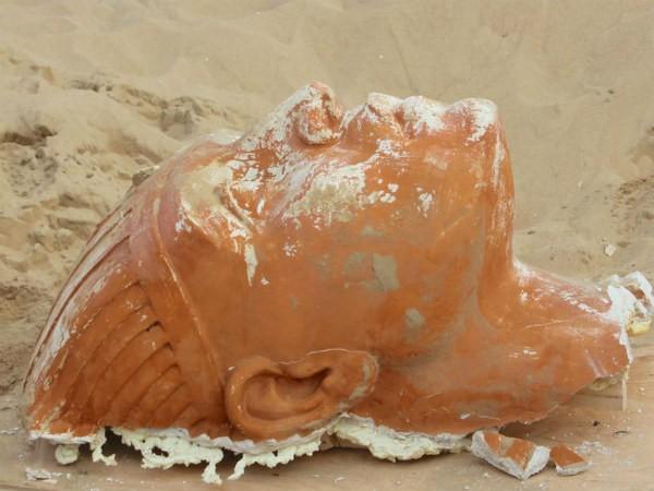 O rosto da esfinge de Os 10 Mandamentos (1923) encontrado no deserto na Califórnia (Foto: Divulgação)