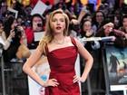 Grávida, Scarlett Johansson aparece com vestido sexy em première