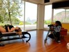 Veja os bastidores do ensaio de Lívia Lemos para o Paparazzo