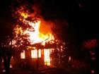 Homem morre carbonizado durante incêndio que destruiu casa, no Paraná