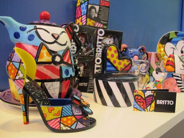 Produtos da marca Romero Britto, estilizados pelo artista (Foto: Mariane Rossi/G1)