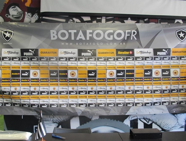 Botafogo tem um novo banner (Foto: Fabio Leme)