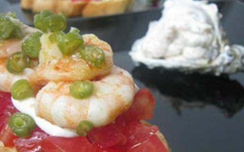 Bruschetta de camarão com tomates concassé