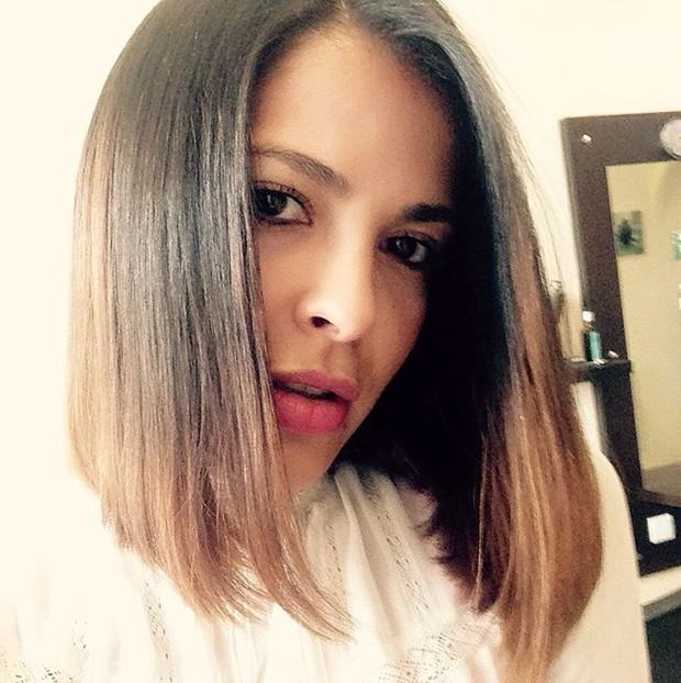 A ex-BBB Gyselle Soares radicaliza corte de cabelo e compartilha novo visual na web (Foto: Reprodução do Instagram)